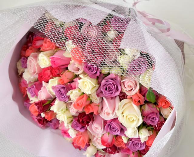99本のバラ花束